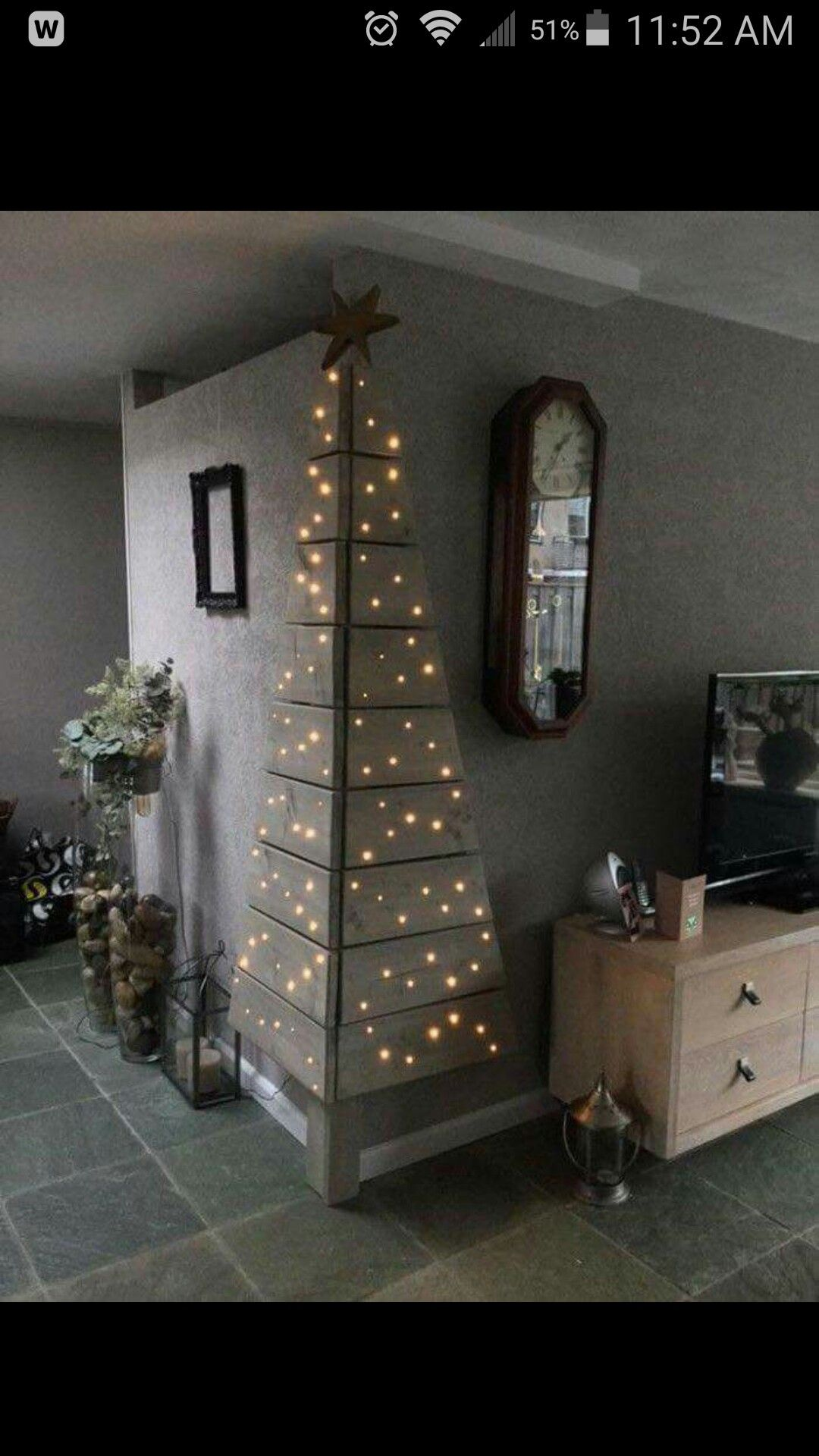 Another Great Idea For A Wall Christmas Tree ~ A