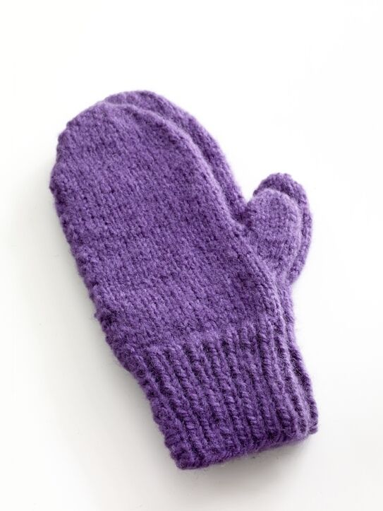 Easy-Knit Mittens in Lion Brand Jiffy - 80672AD - free pattern ...