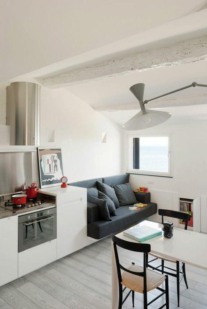 Salone moderno con cucina piccola di colore bianco, open ...