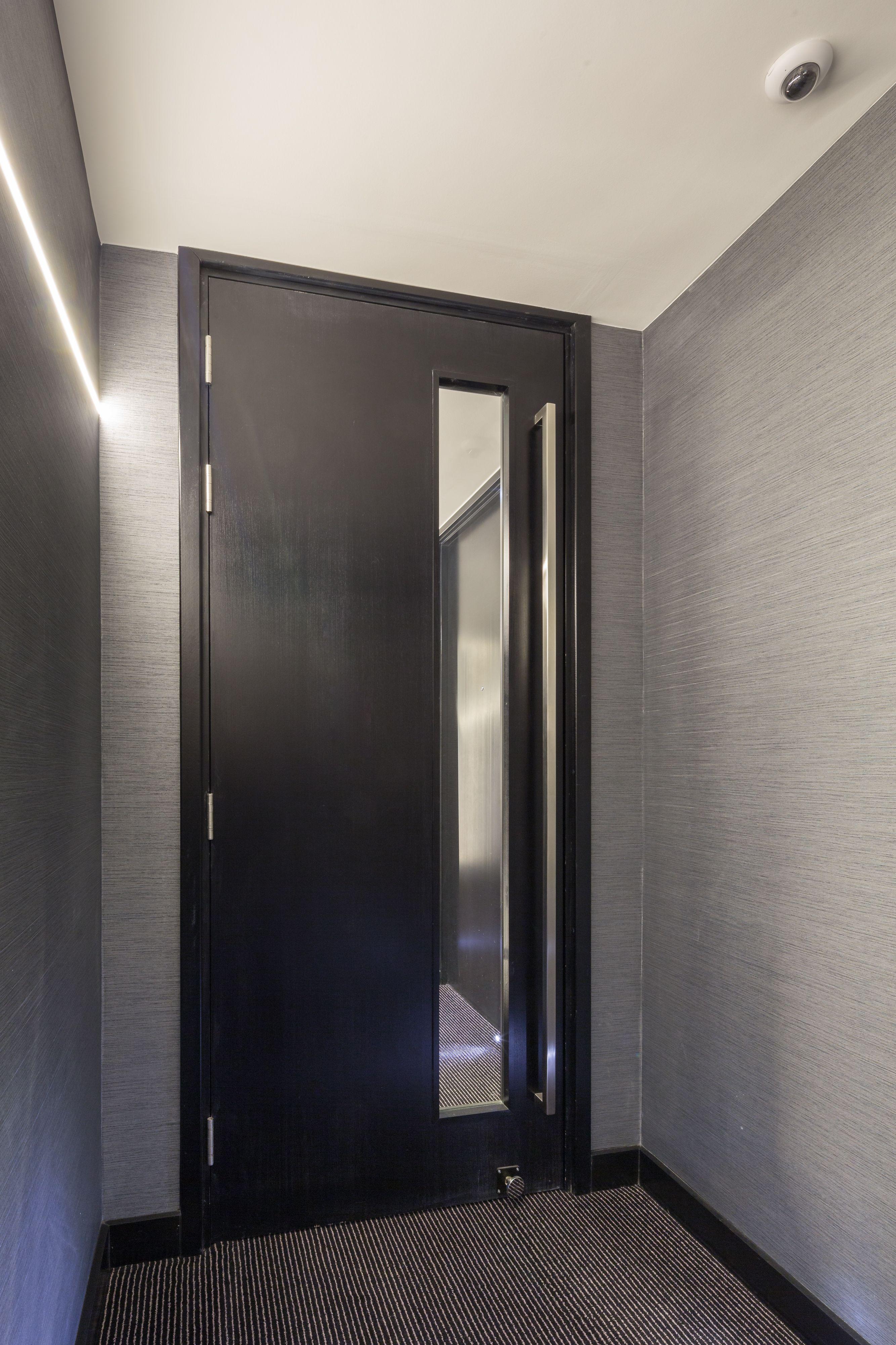 Montcalm Shoreditch: Pin De Curtis Furniture & Doors Em M By Montcalm