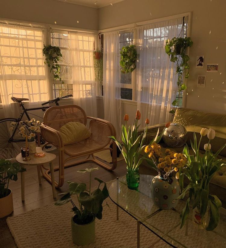 𝙫𝙞𝙗𝙚𝙨_𝙨𝙤𝙢𝙚𝙩𝙞𝙢𝙚𝙨 in 2020 | Small cozy apartment, Aesthetic ...