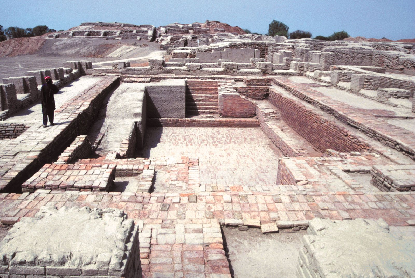 mohenjo daro ancient sites that are aligned in a straight line  essay on mohenjo daro mohenjo daro kids