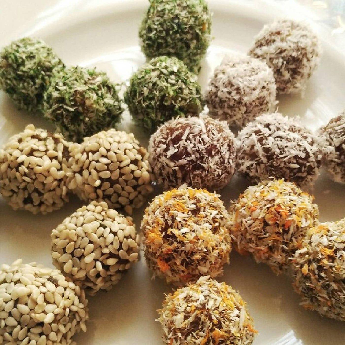 طرز تهیه توپک خرمایی دسری خوشمزه سریع و آسان Desserts Food Herbs