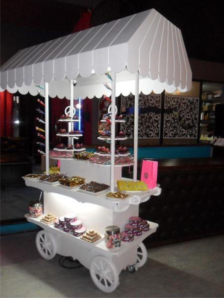Mesas dulces con look de carrito de dulces mesasdulces for Mesa carro bar madera