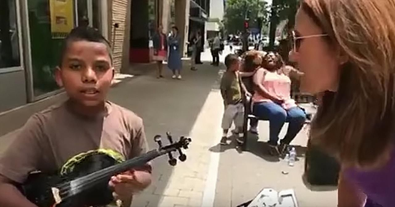 10 Year Old Violinist Tyler Butler Figueroa Stuns Crowd On The Street Kids Videos In 2020 Violinist 10 Year Old Street Kids