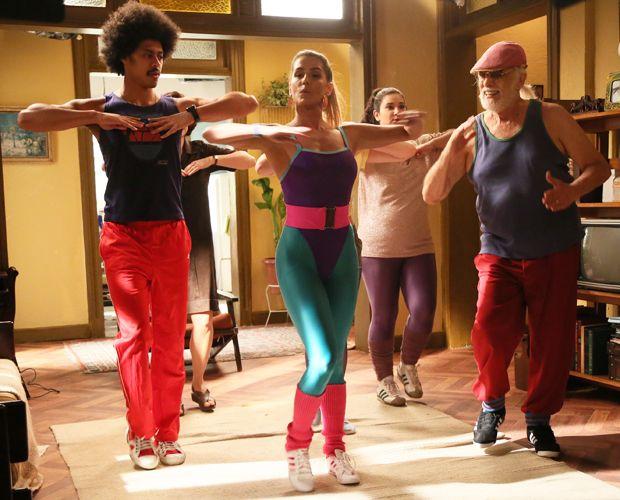 Um! Dois! Inês promove aula de ginástica coletiva