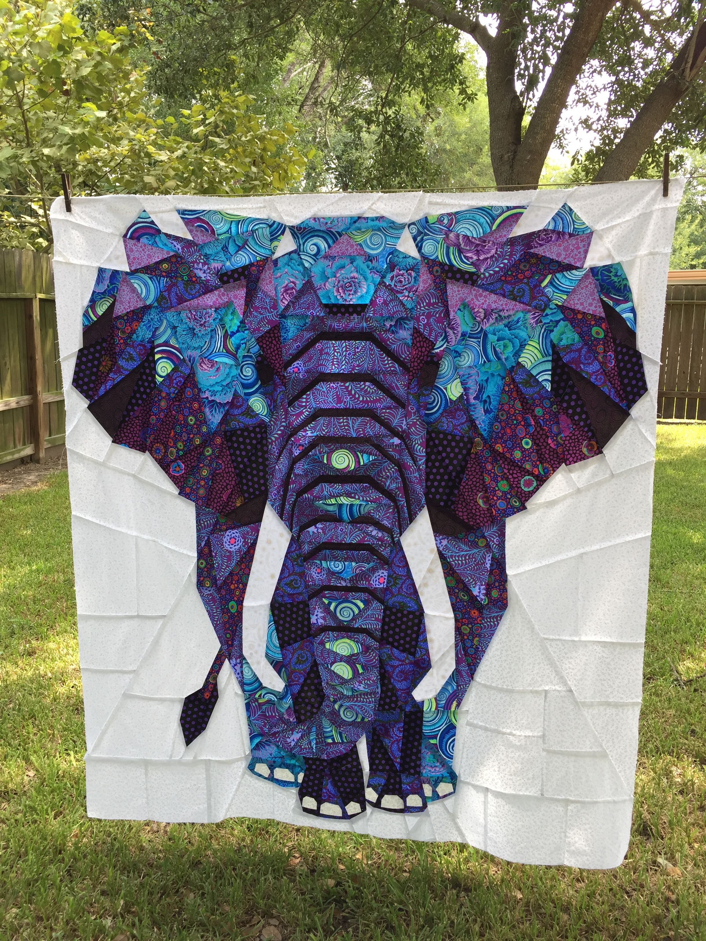 Easy Beginner Sewing Project 100/% Pre-Cut Elephant Animal Quilt Kit