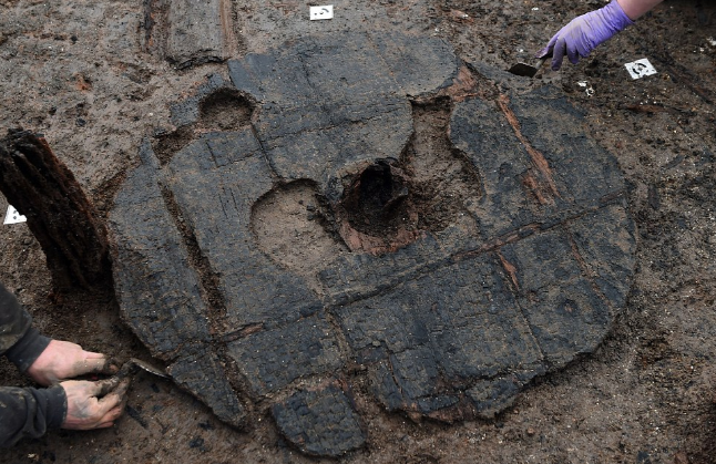 Largest Ever Bronze Age Wheel Unearthed in Britain! | Ht ...