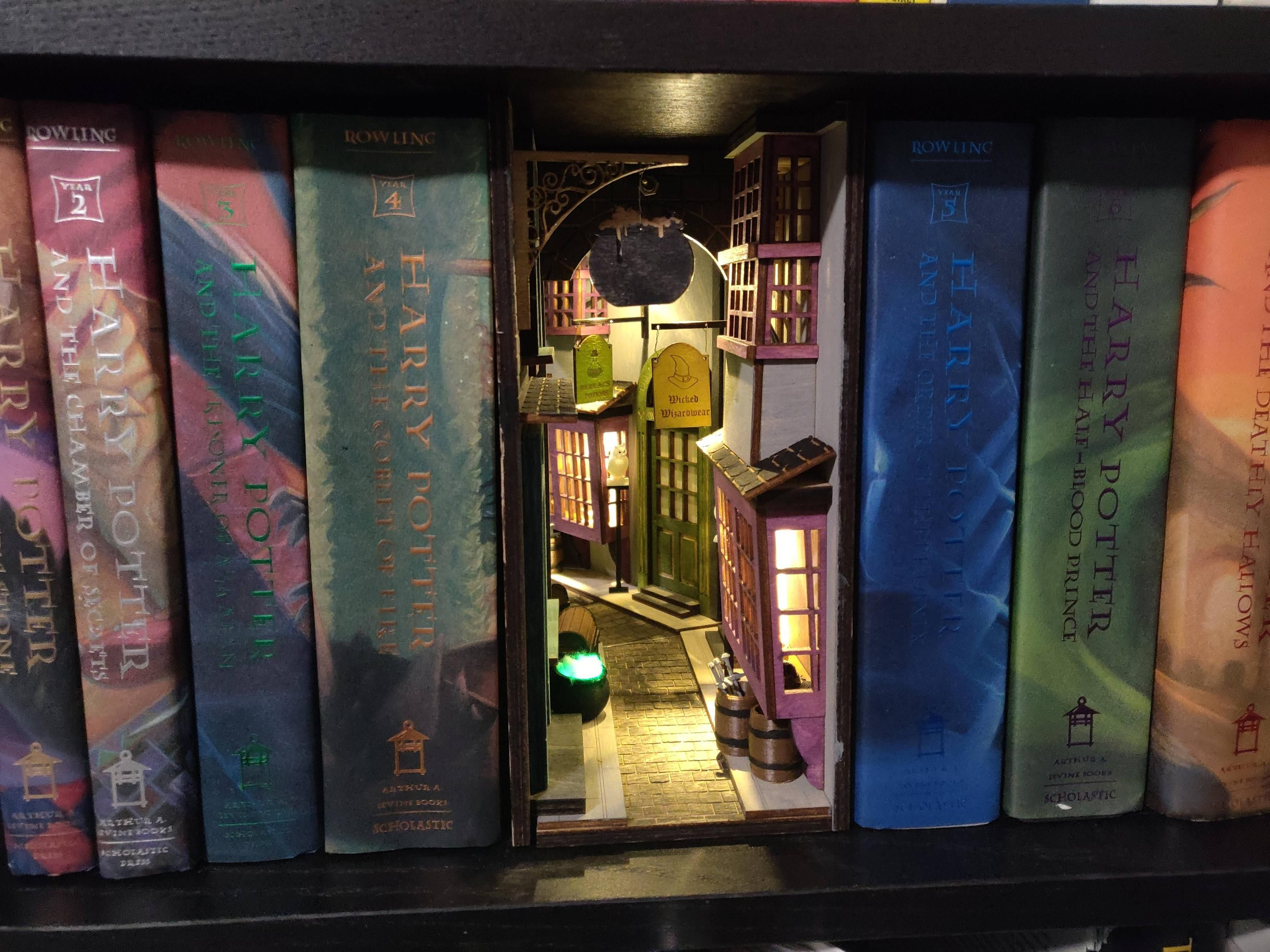 Diagon Alley Inspired By The Book Nook Book Nooks Harry Potter Illustrations Bookshelf Art