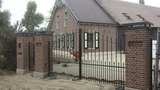 Automatische draaipoort gates pinterest hekwerk - Tuin oprit plaat ...