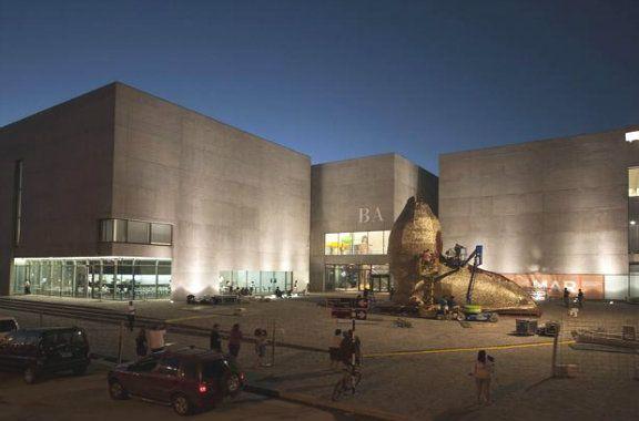 *Museo MAR | Arte contemporáneo*  [Mar del Plata]  A 5.5km de distancia de Loló Hotel Boutique