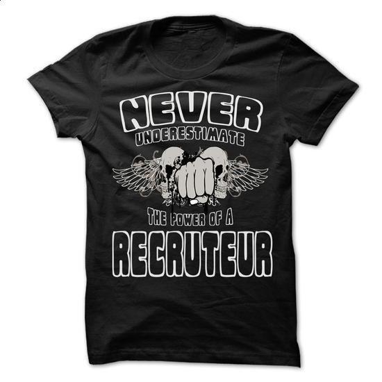 Never Underestimate The Power Of ... Recruteur - 999 Co - hoodie women #baseball tee #hoodie allen