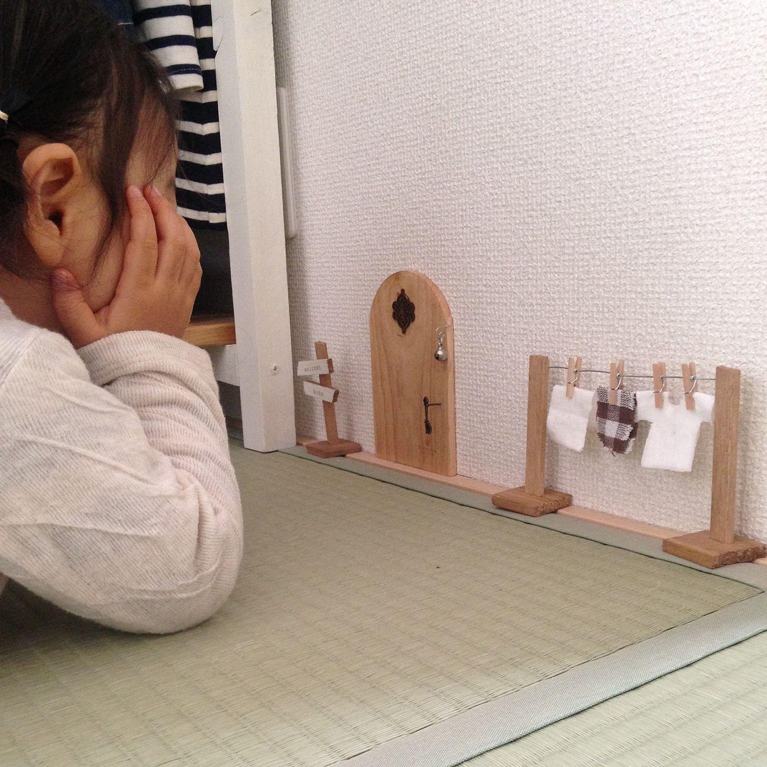 壁 天井 子供部屋 ナチュラル 和室 小人ドア などのインテリア実例