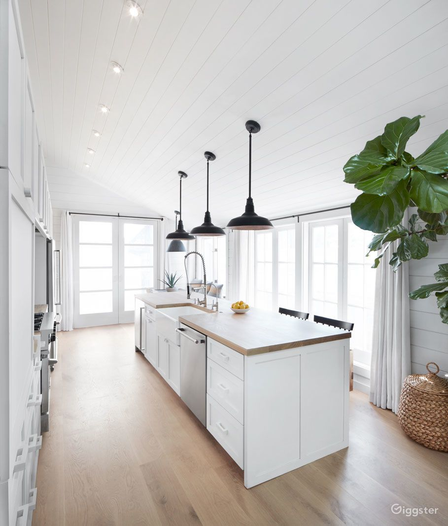 Modern Farmhouse Cottage in Sonoma Rent this location on