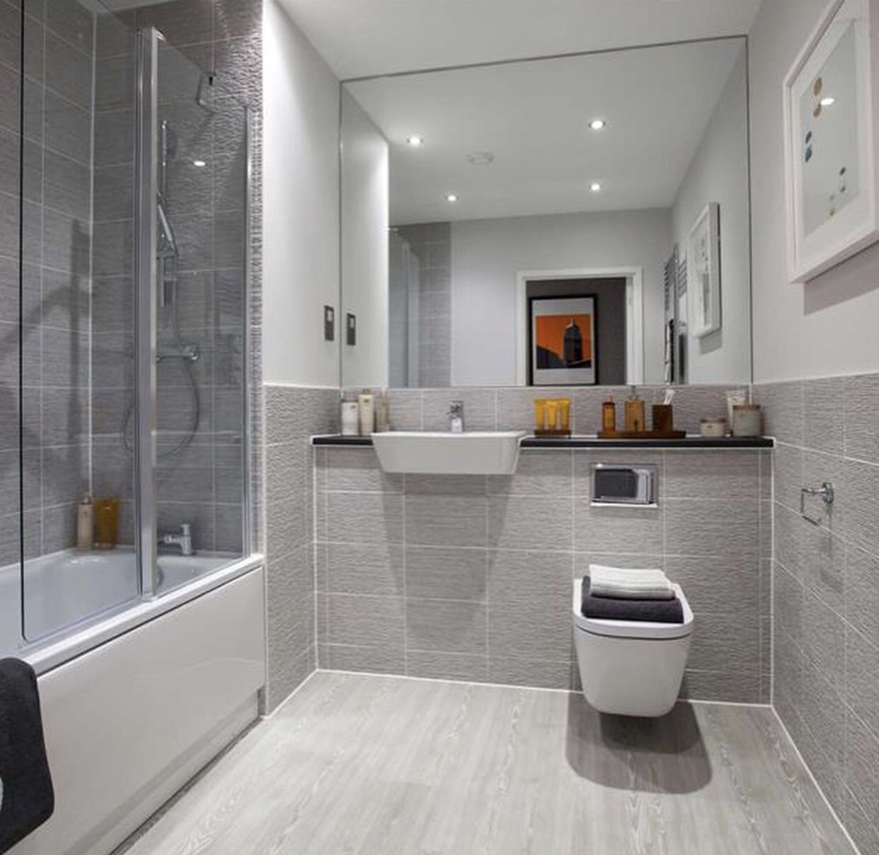 Half-tiled main bathroom of a Taylor Wimpey Gosford ...