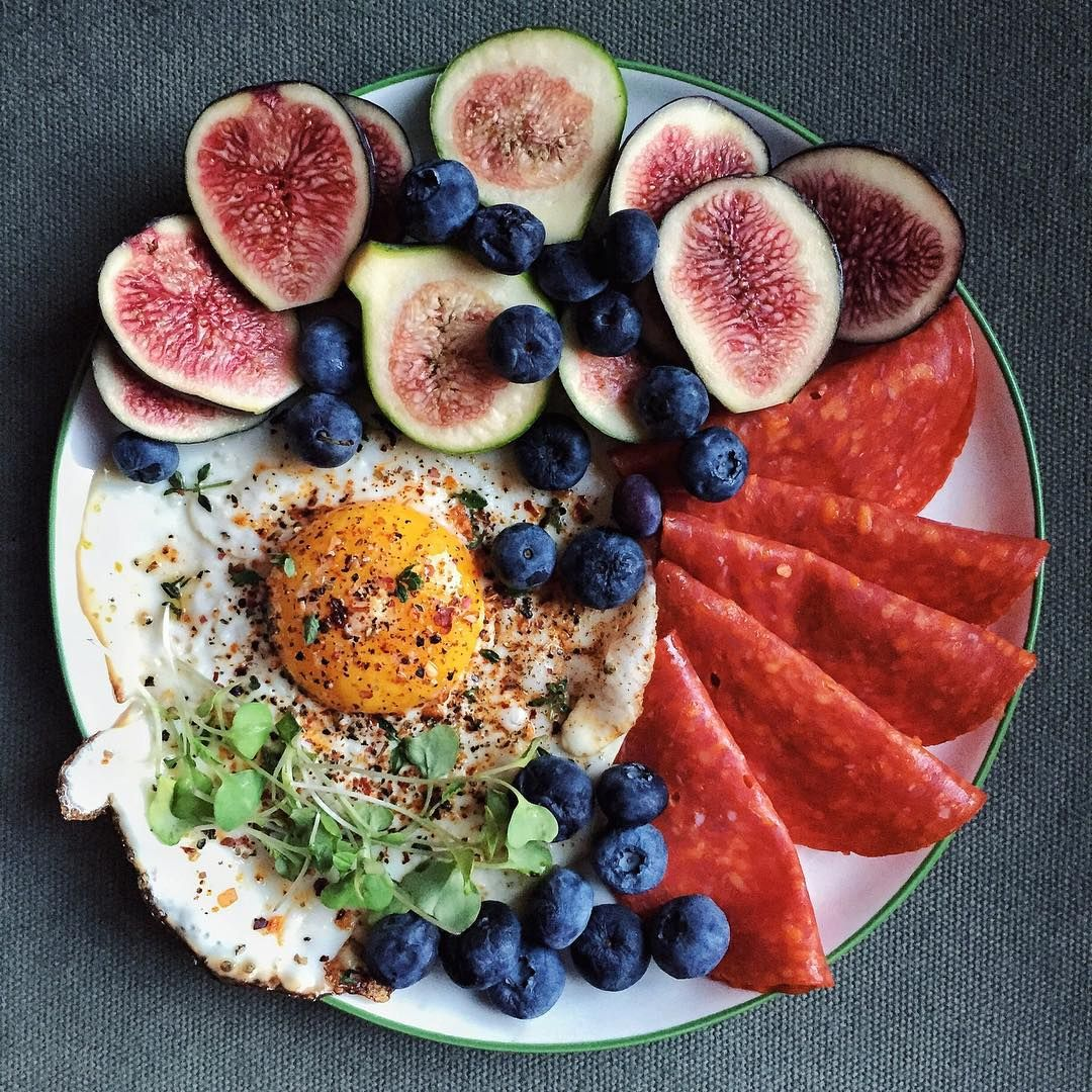 282 - Egg, blueberries, the last of my pepperoni, and the last of my figs.