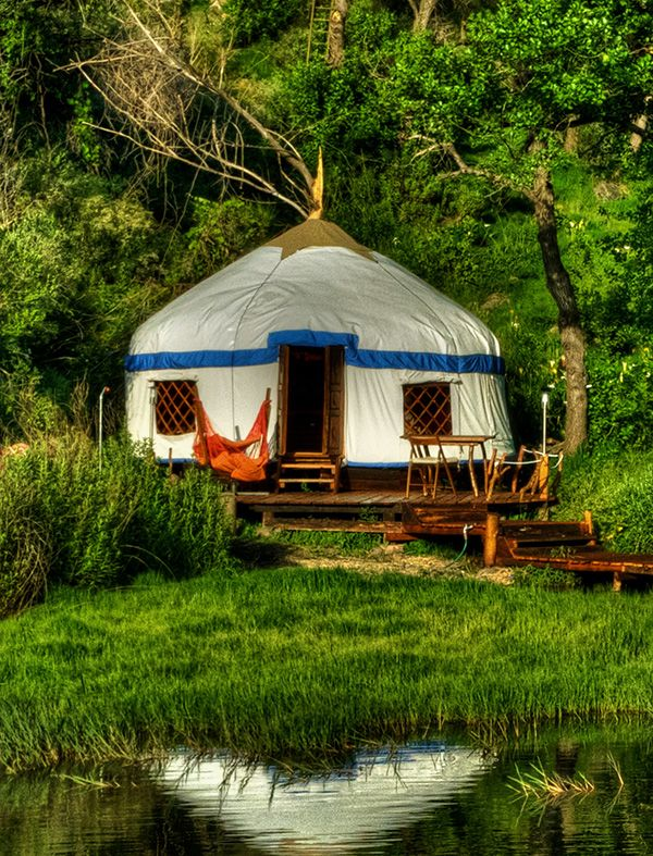 Luxury yurts hand crafted homes by bohorockers yourte for Maison yourte moderne