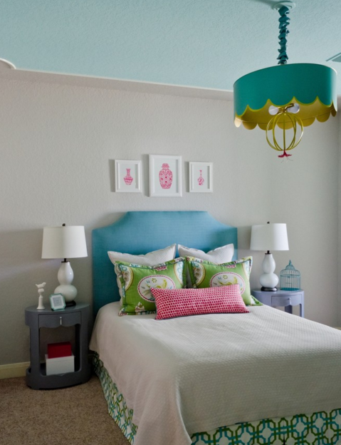 I love that chandleir. I found this picture on Houzz and its soooo cute