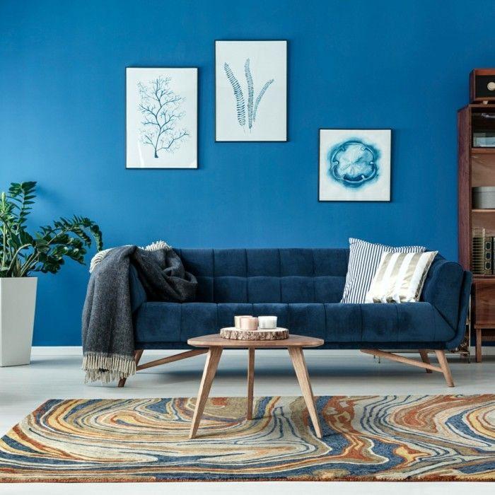 Blaues Sofa Im Vintage Stil