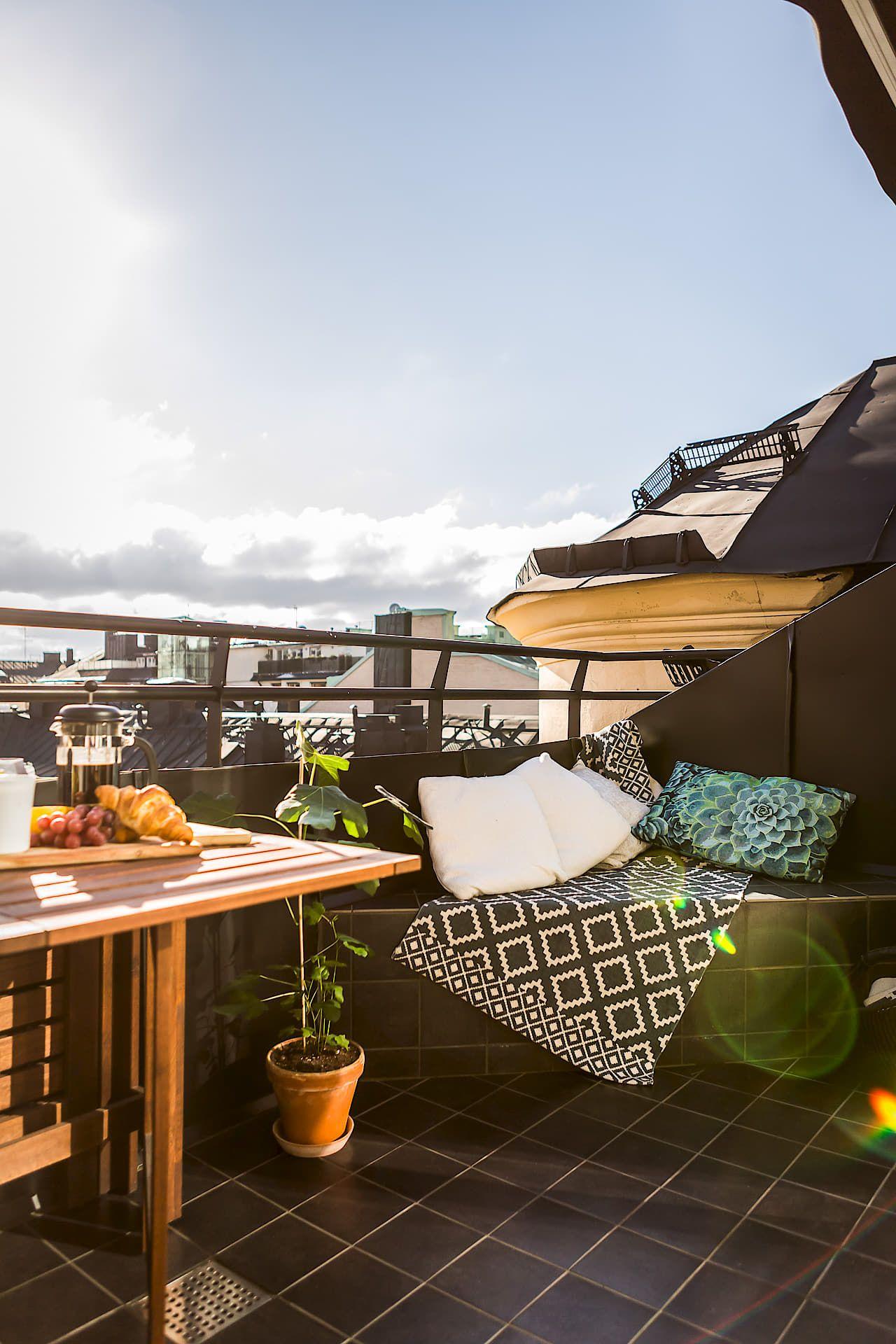 Hangmat Voor Op Balkon.Klein Balkon Inrichten Met Een Vaste Bank Tafel En Hangmat