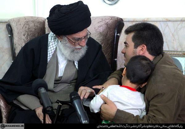 گزارش تصویری حضور رهبر انقلاب در منزل چهار خانواده شهید بجنورد