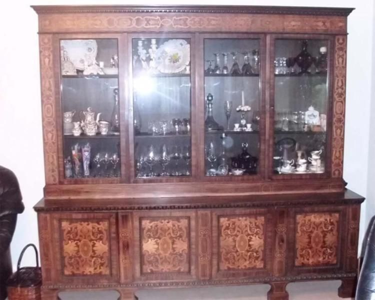 Ich Mochte Einen Vitrinen Schrank Schones Antikes Buffet Mit Intarsien Zum Kauf Anbieten Der Schrank Besitzt Sehr Schone Verzierunge Vitrine Buffet Holzarten