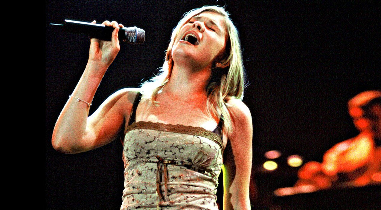 14YearOld LeAnn Rimes Blows Crowd Away With Rare 'I Will