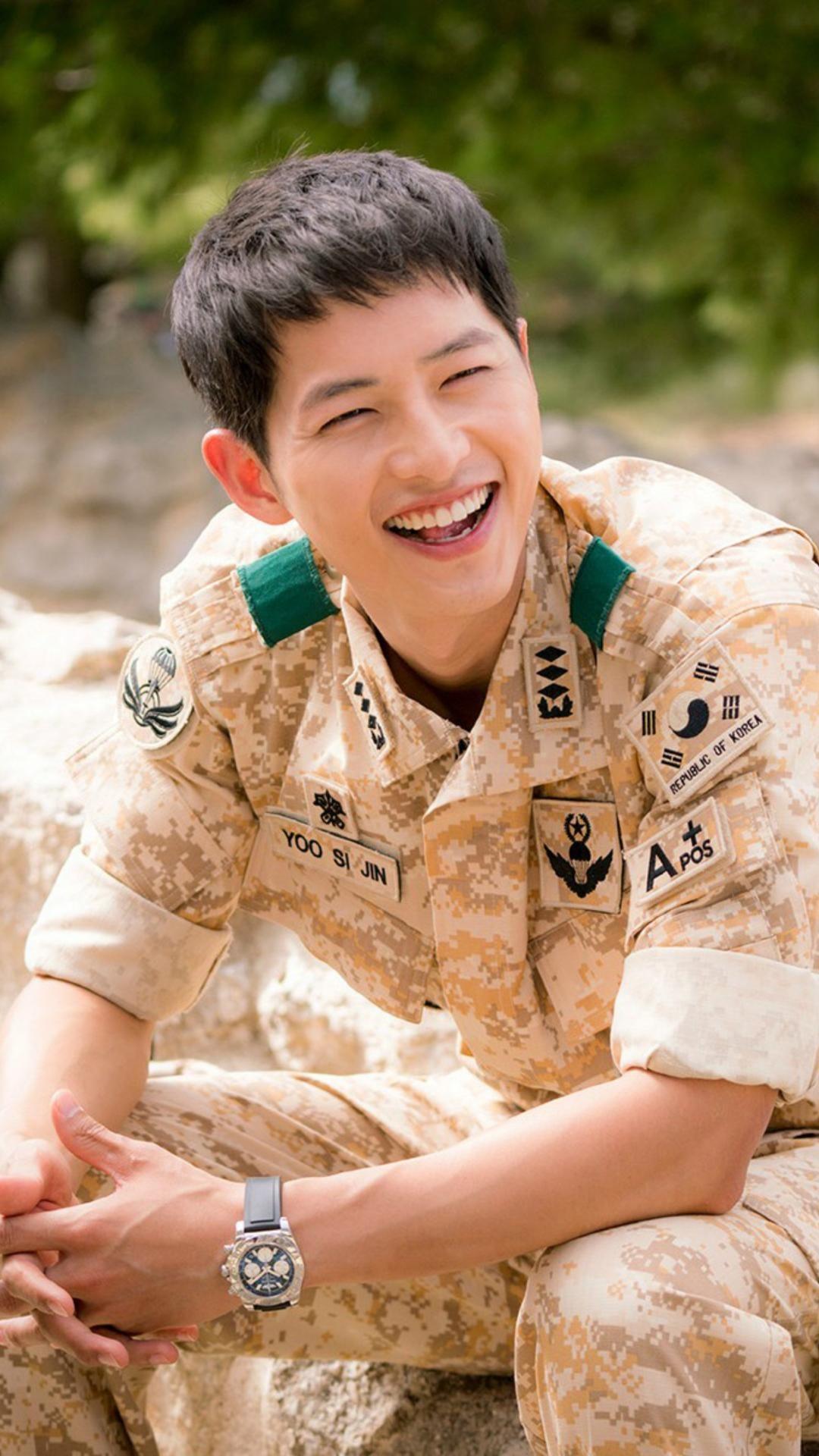 Pin Oleh Quadruple Flip Di Descendants Of The Sun Aktor Korea Aktor Film Bagus