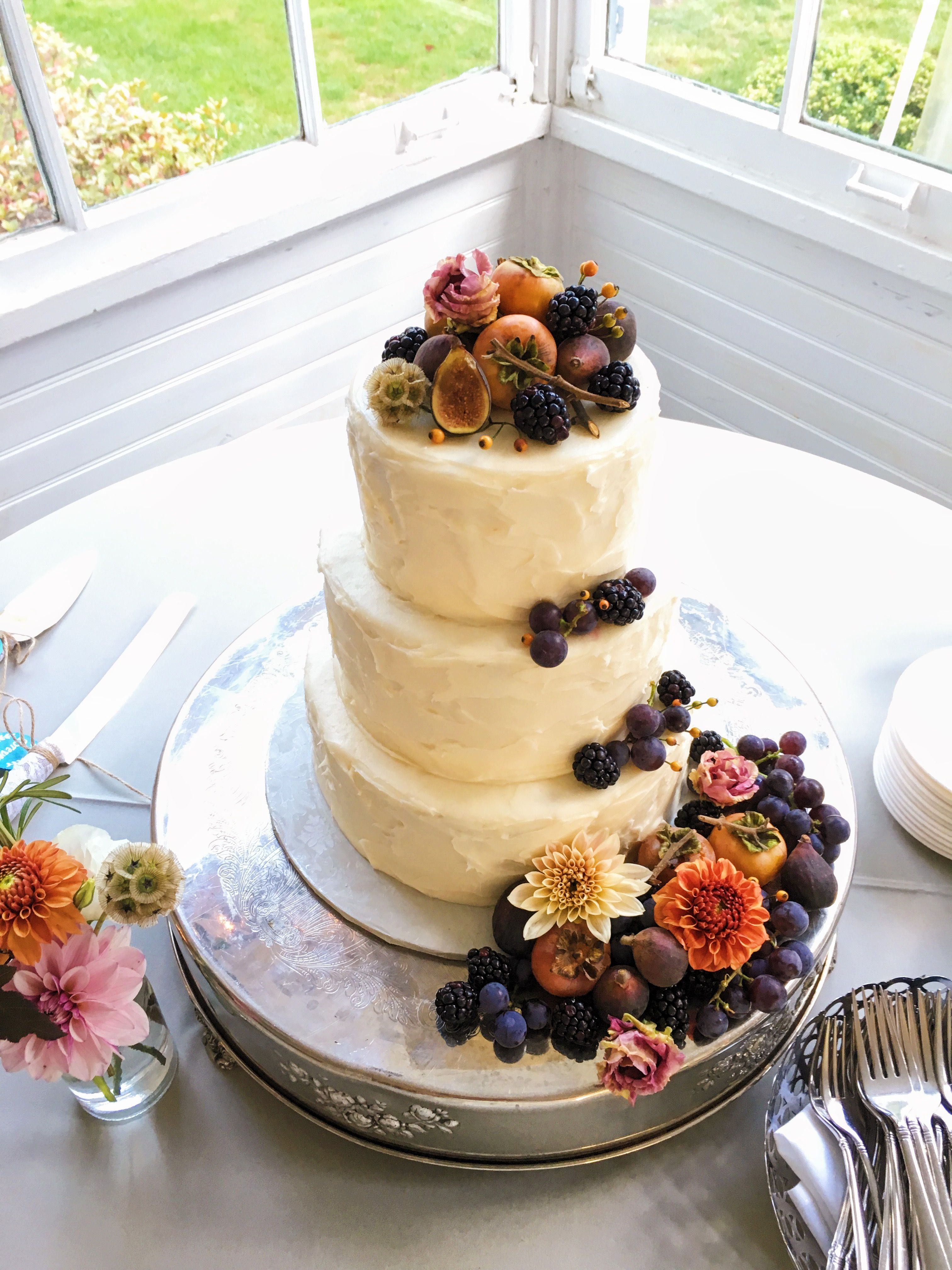 Autumn wedding cake with figs persimmons and concord