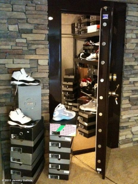 de378fa8b6a Orioles Pitcher Jeremy Guthrie Displays Shoe Vault (Literally) I love this!