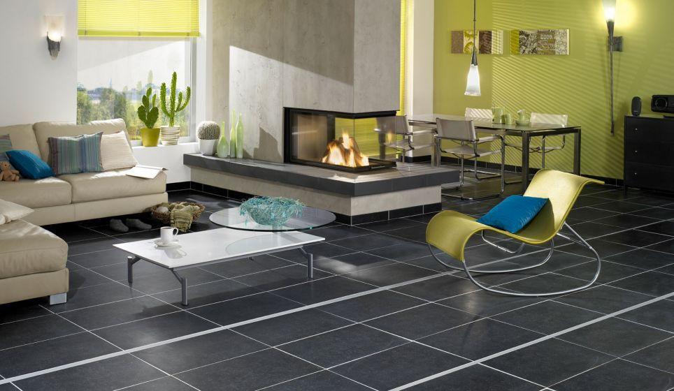 moderne woonkamer en beetje basic. zwarte tegelvloer en groene, Deco ideeën