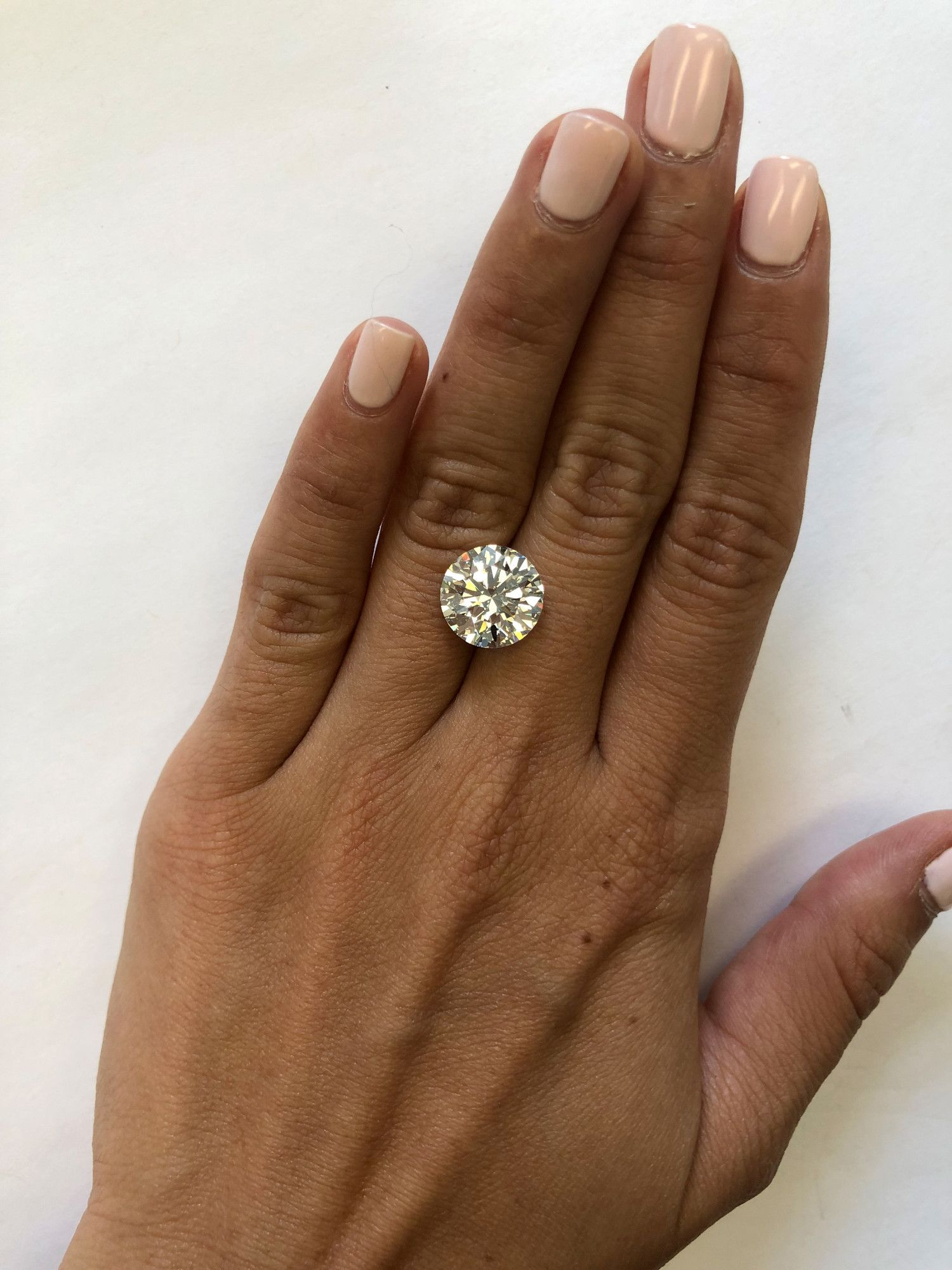 This Is What A Diamond Looks Like At Every Size From 5 Carats To 10 Diamond Rings Carat Diamond Carat Size 5 Carat Diamond Ring