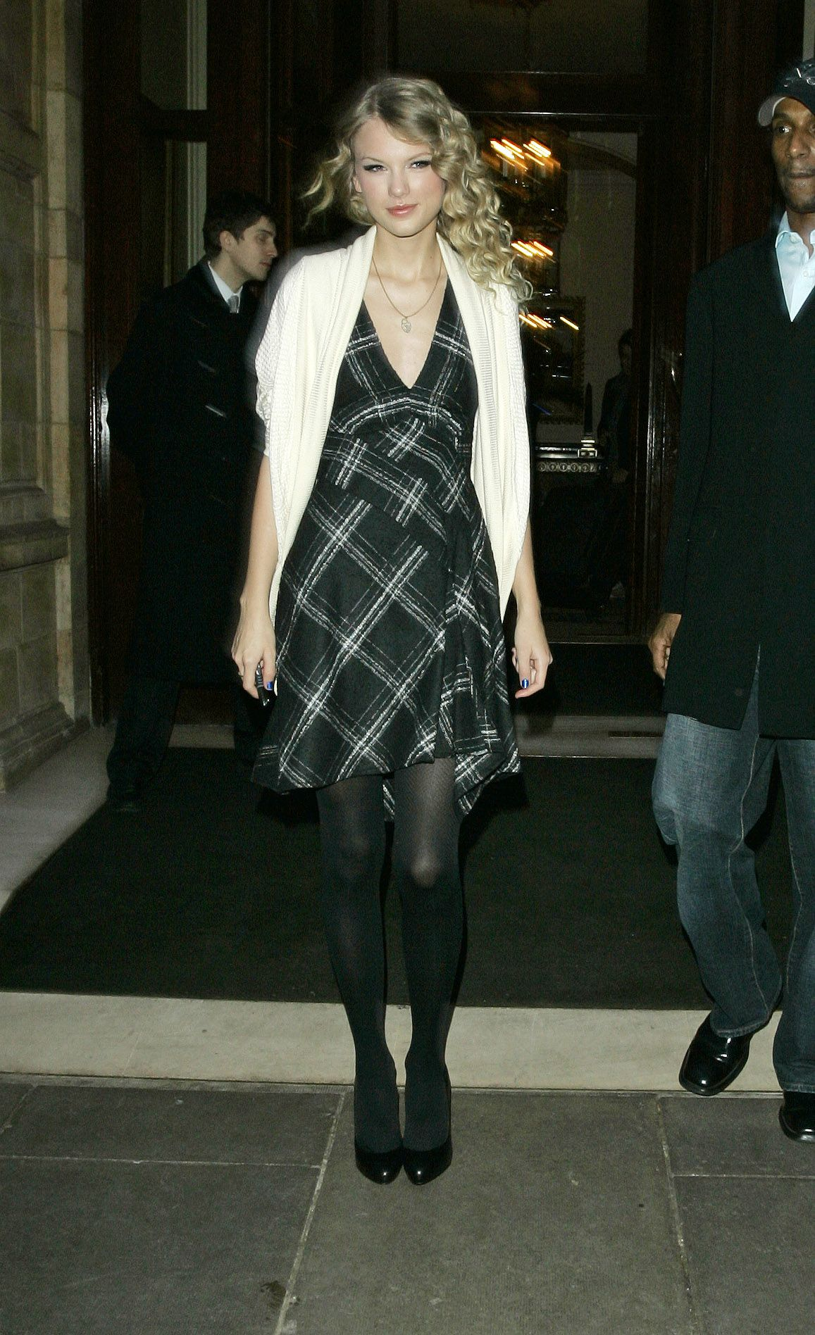 Taylor Swift In Lovely Black Tights Taylor Swift Street Style Taylor Swift Style Taylor Swift Hot