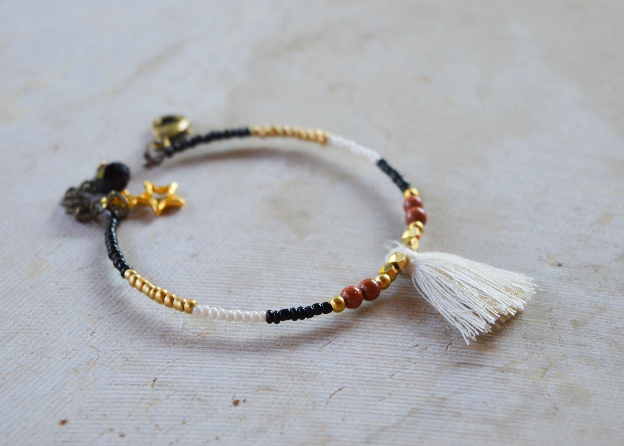bracelet perles et pompon collection hippocampes les. Black Bedroom Furniture Sets. Home Design Ideas