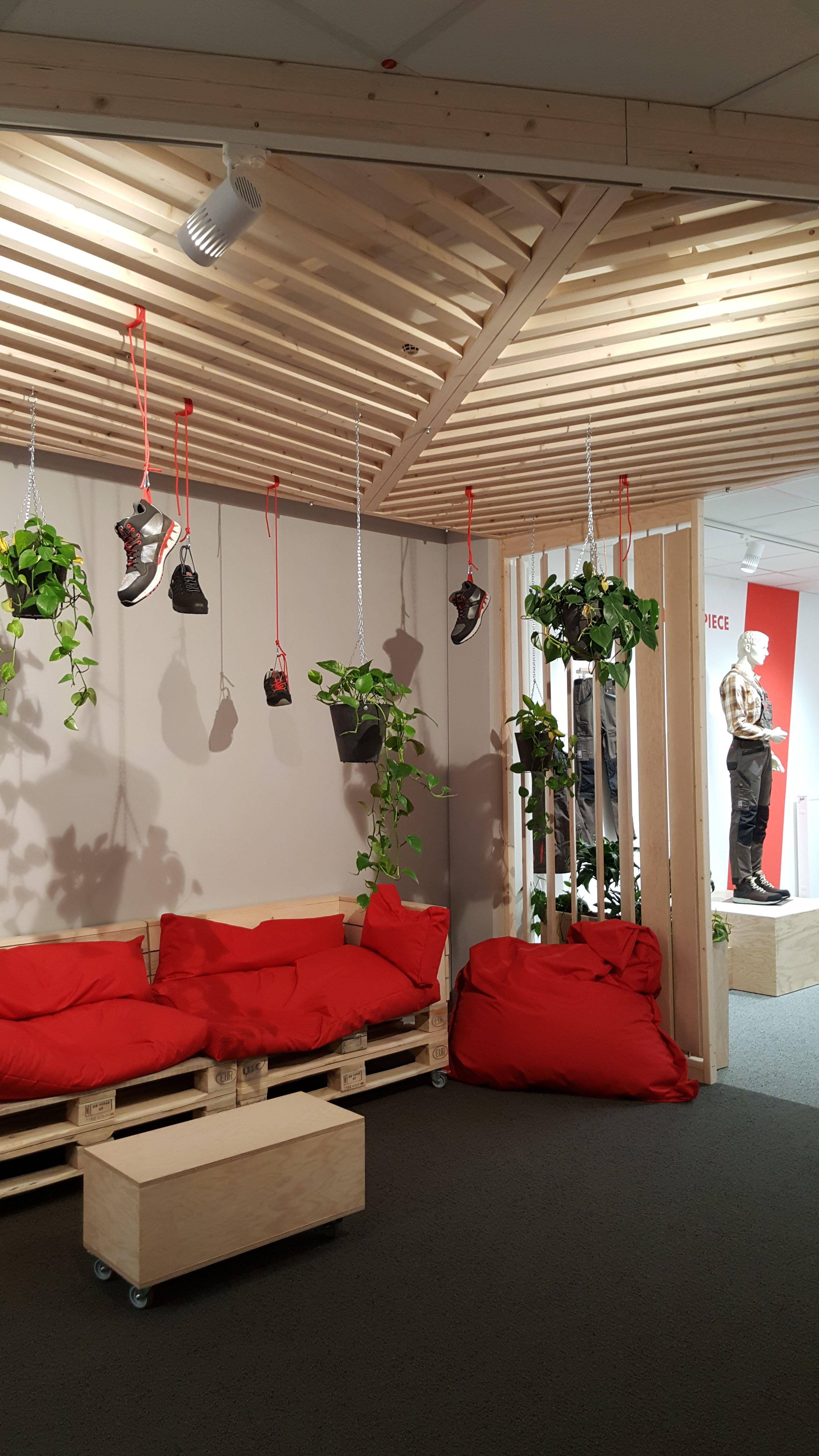innenarchitektur innenausbau flurzone w rth modyf gaisbach sitznischen mit mobilen. Black Bedroom Furniture Sets. Home Design Ideas