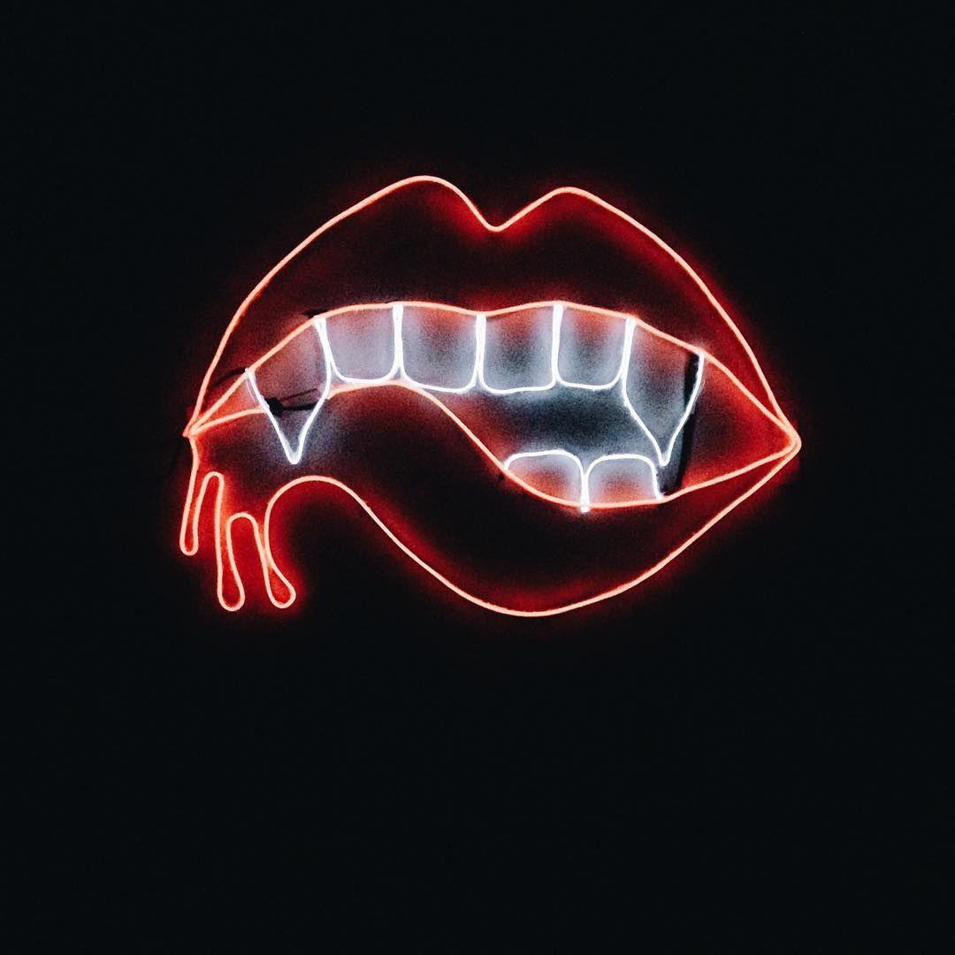 Bibir Neon Vampir |  Wallpaper Neon, Estetika Neon, Neon noir