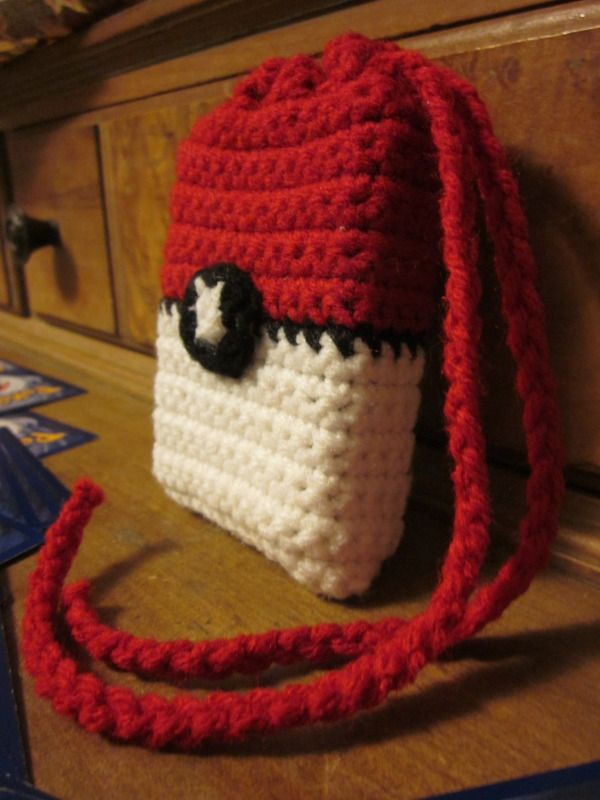 Pokeball crocheted bag