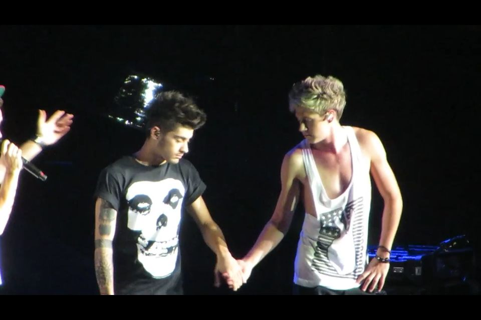 Zayn And Liam Holding Hands Ziall holding hands in...