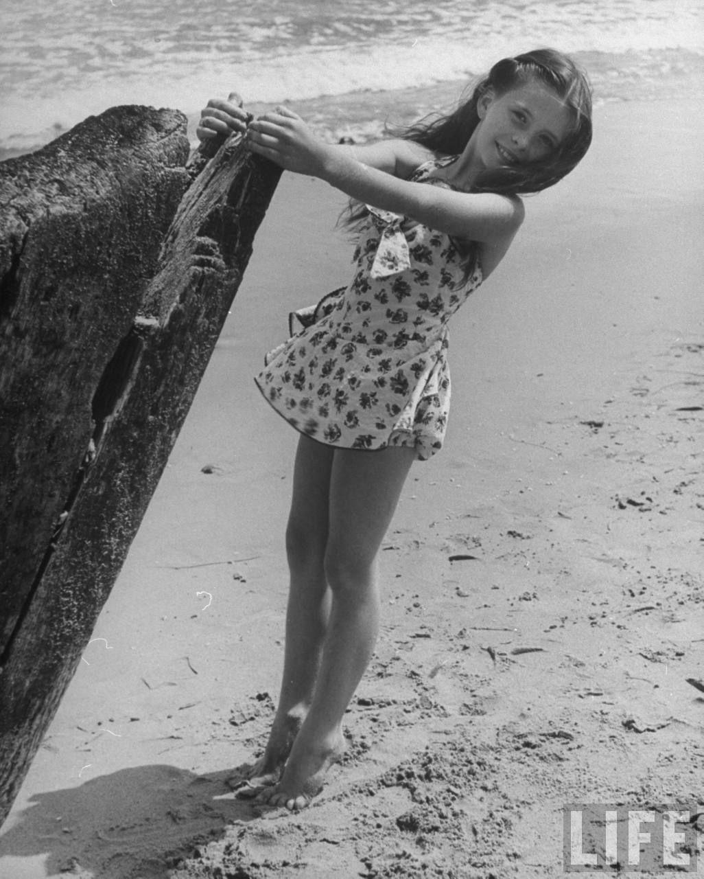 Child Actress Margaret O Brien 8 At The Beach 1945 Jan1 Celebrity Beaches Vintage Bikini Life Magazine Photos
