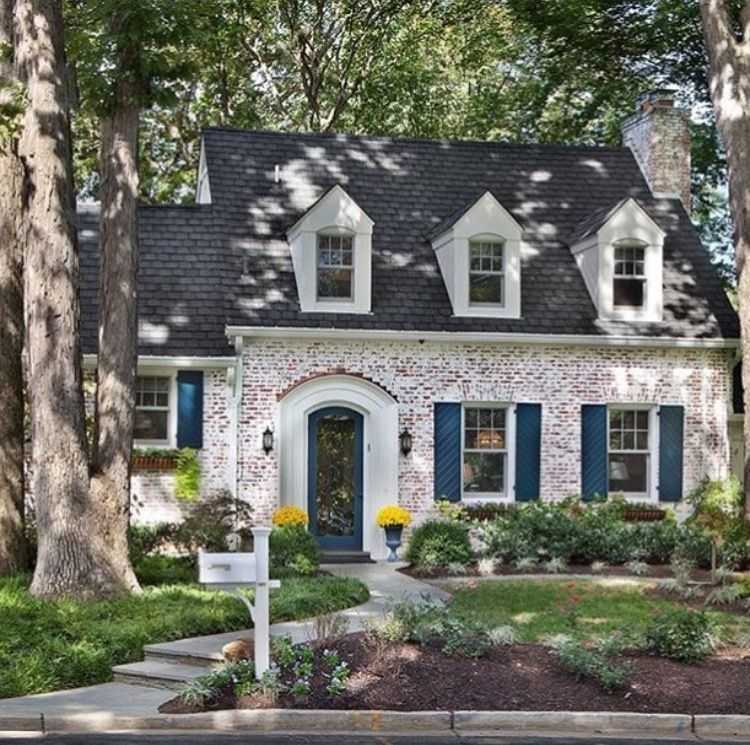 Love Whitewashed Brick House Exterior Pretty House Exterior Brick