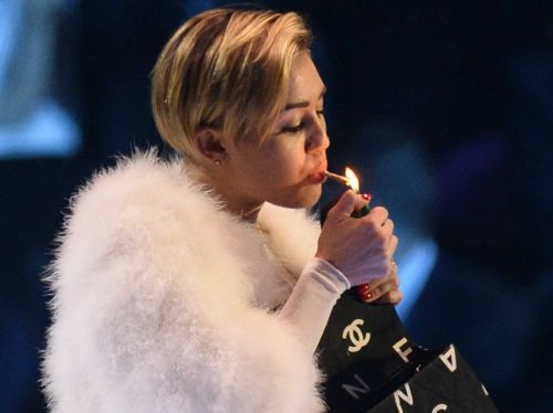 High Hollywood Celeb Women Who Puff Puff Pass With Images Miley Cyrus Miley Mtv Europe Music Awards
