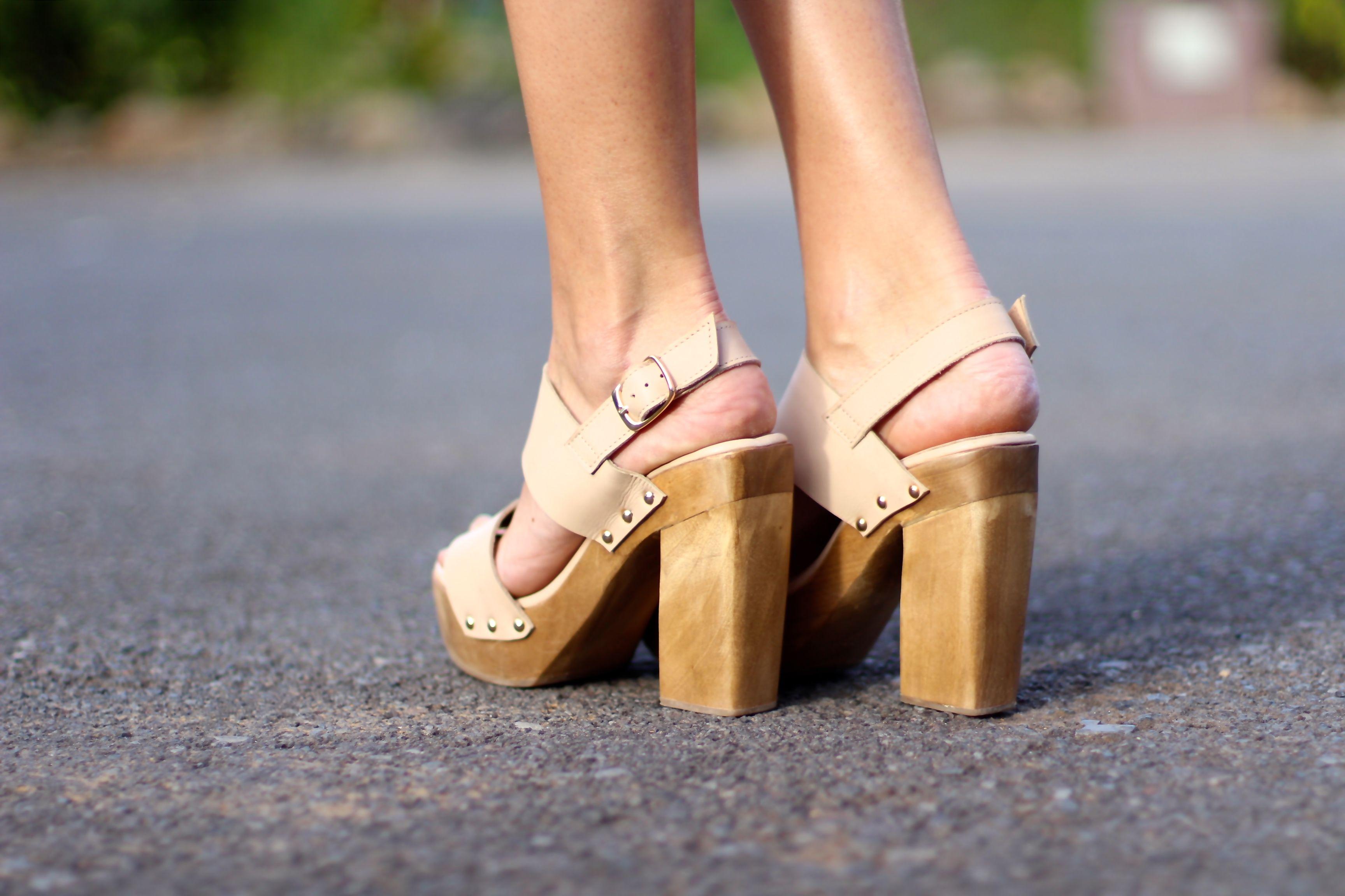 IT Jane sandals from IT Shoes #itshoes #justforitgirls #highheels #sandals #suedesandals #shoes #platforms #woodplatforms #shoppingonline #fashionblogger