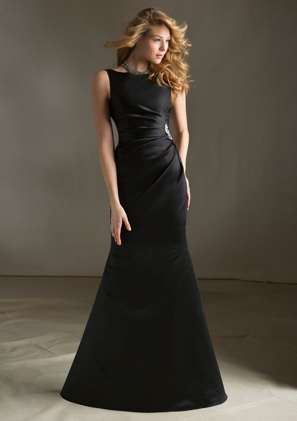 La dama del largo vestido negro