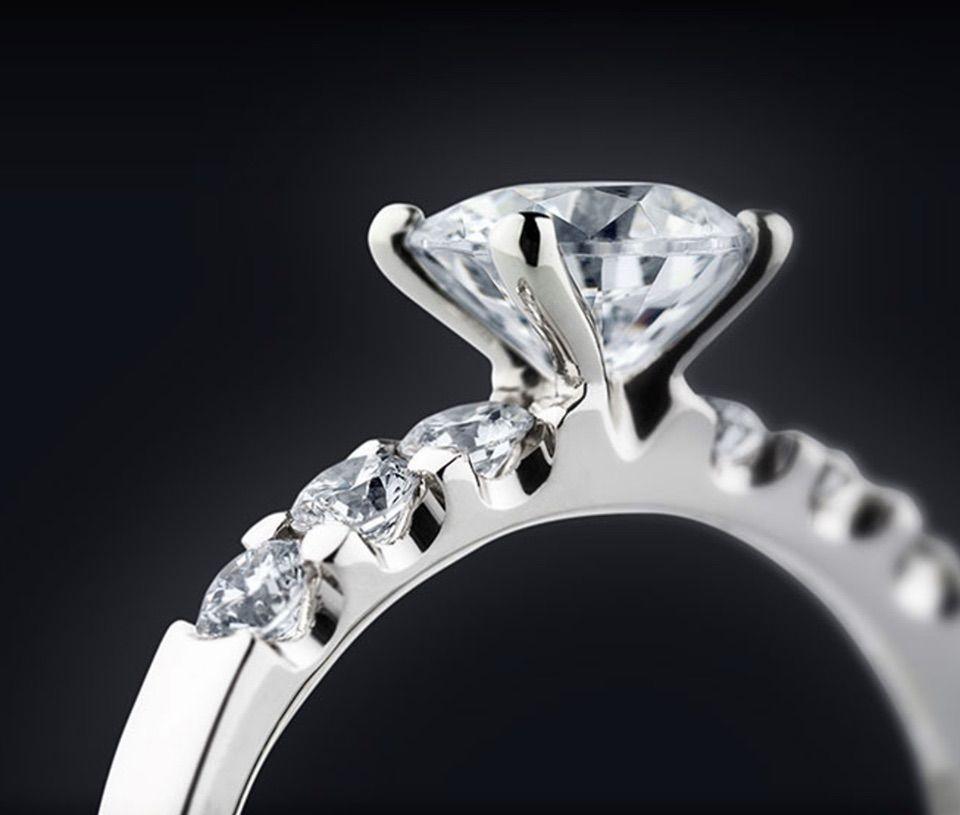 Wunderschoner Verlobungsring In Gold Oder Platin Erhaltlich