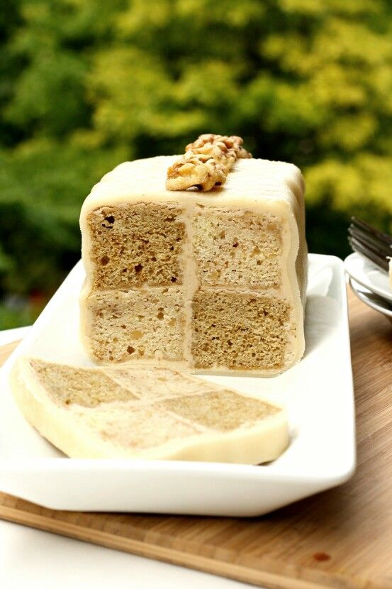 http://avocadopesto.com/wp-content/uploads/2012/06/daring-bakers-june-2012-coffee-and-walnut-battenberg-