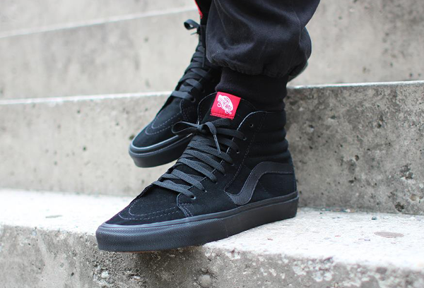 Vans high top black skate shoe | Vans sk8 hi outfit, Vans