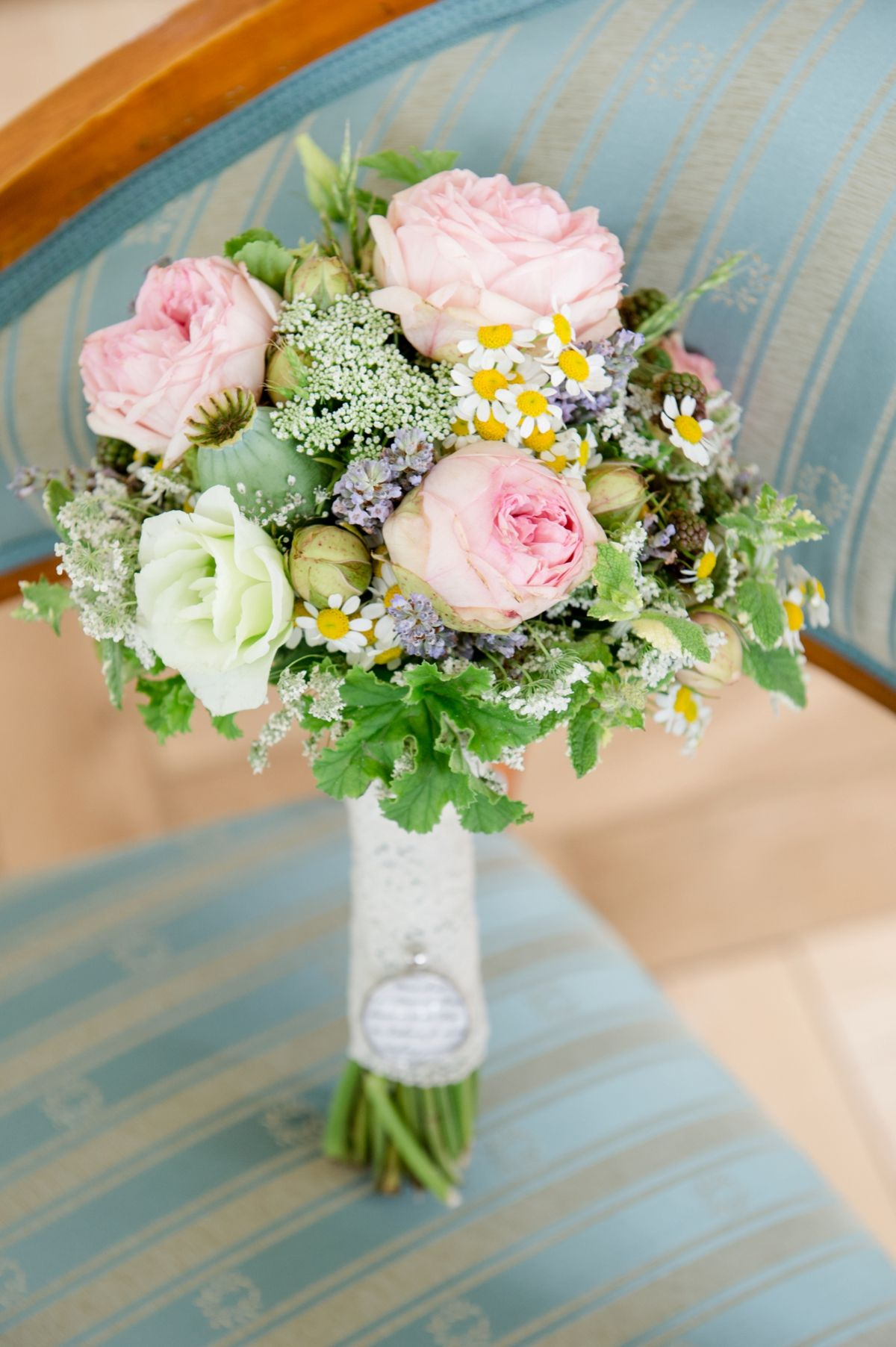 brautstrau vintage wedding bouquet wedding flowers rosa pastell photo by rebecca conte. Black Bedroom Furniture Sets. Home Design Ideas