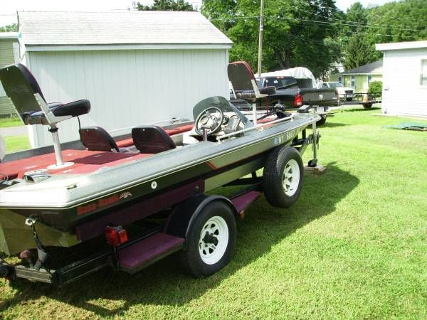 1986 Bass Hawk 17 Ft  Bass Boat With 115 Johnson Outboard