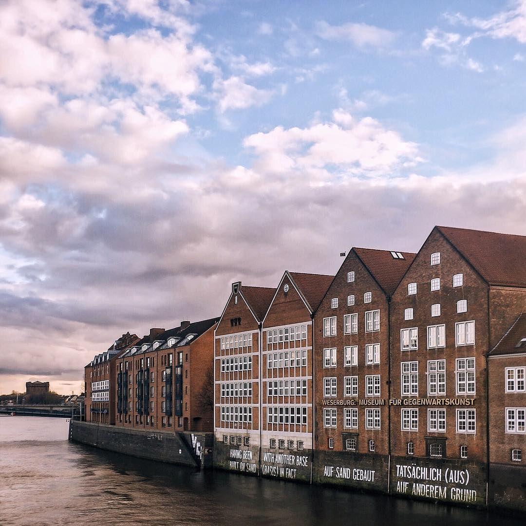 Kurzer Zwischenstopp in #Bremen, bevor es auf Wochenendtour geht. Verfolgt unseren Trip auf Snapchat = tomtehh, aguynamedriadh, the.modernleper, voneskimo #bremermoment ( @eskimo)