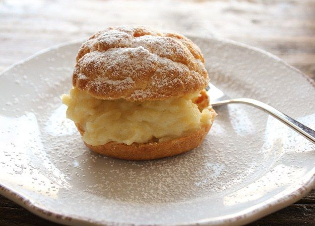 Italian Cream Filled Baked Bignè, a delicious chioux pastry filled with Italian cream or a simple whipped cream, perfect for any occasion.